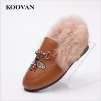 Koovan Children Fur Shoes Baby First Walker 2017 Primavera Hot Selling Girls Chinelos Rabbit Hair Child Plush Shoes Sandálias quentes de couro W655
