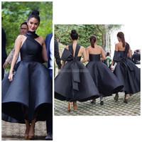 siyah düğün nedime elbiseleri toptan satış-Benzersiz Tasarım 2019 Siyah Çay Boyu Gelinlik Modelleri Halter Backless Büyük Yay Kısa Siyah Hizmetçi Onur Düğün Konuk Parti Törenlerinde Ucuz