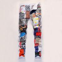 top zerrissene jeans männer großhandel-Top Fashion Herren Patchwork Zerrissene Jeans Streetwear Hip Hop Rock Nachtclub Bühne Punk Hosen Stern Brief Blumendruck Farbe Tuch