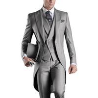 corbata traje gris plateado al por mayor-Estilo europeo slim fit novio capas de cola gris por encargo Prom Groomsmen hombres trajes de boda (chaqueta + pantalones + chaleco + Tie + Hanky)