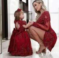 kristal boncuk tasarımı elbise toptan satış-2018 Yeni Tasarım Kırmızı Prenses Küçük Cap Sleeve Çiçek Kız Elbise Balo Aplike Dantel Boncuk Kristaller Yay Düğüm Kızlar Pageant elbise