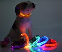 ingrosso ha condotto il collare del cane di incandescenza-Forniture per animali domestici Stampa di leopardo cane Collari Pet Dog LED Collare Glow Cat Collari lampeggiante Nylon Neck Light Up Collare di addestramento per cani D497