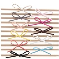50pcs / Lot Suede Stretch Nylon Headband Simple Felt Bow Cute Headbands para meninas Kids Headwraps Leather Bows Hair Accessories