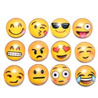 nuevas pegatinas de cristales al por mayor-Imanes redondos del refrigerador de Emoji de la historieta Pegatinas magnéticas del refrigerador del vidrio cristal Pegatinas amarillas lindas Nueva llegada moderna 0 65sx B