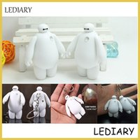 Wholesale-1pcs / lot mini Baymax Lampe in BIG HERO 6 Keychain / Schlüsselring mit LED-Taschenlampe / Taschenlampe / LED T6 kann Spielzeug / anwesend Versand sprechen