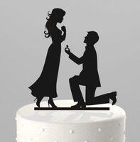 decoración de la fiesta de matrimonio al por mayor-Decoraciones románticas creativas para pasteles de boda Topper de pastel de acrílico Arrodillarse Proponer matrimonio en la parte superior de la torta Suministros de boda baratos Decoración del partido