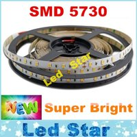 LED ultra brillante luces de tiras SMD 5730 5m 300 LED impermeable / No-impermeable 12V llevó luces de tira 40-45lm / integrados SMD