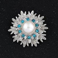 Wholesale Pearl Wholsale - Hot Wholsale Silver Plated Rhinestone Crystal pearl Flower Pin Brooch for Wedding Invitation Jewelry free shipping