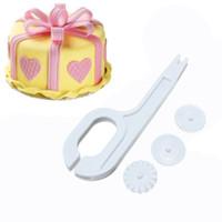 инструменты для тиснения фольгой оптовых-Fondant Cutter Embosser 3 шт. / компл. торт край ролик пластиковые тиснение fondant roller pin творческий выпечки инструмент
