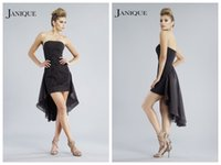 2018 Prom Dresses Janique abiti da cocktail Little Black Party Dresses Homecoming Asimmetrico nero Chiffon Applique senza spalline Backless