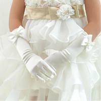 luvas de casamento flor menina venda por atacado-Luvas da menina de flor lindo para vestidos de festa de casamento 2016 Melhor Design de cetim cinco dedos longa luva de noiva