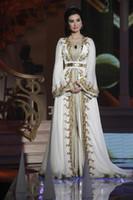 vestido dourado dubai kaftan venda por atacado-Caftan Marroquino Kaftan Dubai Abaya Árabe Manga Longa Vestidos de Noite Incrível Bordado de Ouro Com Decote Em V Ocasião Prom Formal Vestido