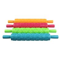 plastik diy yay toptan satış-4 Renkler DIY Pişirme Aracı Fondan Şerit Şerit Yay Kesici Rulo Pin Embosser Becorating Kek Hamur Plastik Kompakt Set Yapıştırın, dandys
