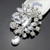 büyük moda broş pimleri toptan satış-Yüksek Kalite Gümüş Alaşım Büyük Waterdrop Kristaller Weddinig Gelin Buketi Moda Broş Pin Toptan Zarif Parti Takı Aksesuarları
