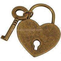 pingente de coração plano venda por atacado-Chaves de bloqueio colares encantos diy pulseiras coração liso suave antigo de metal de bronze para amantes sacos de roupas 38mm resultados da jóia 50 pcs