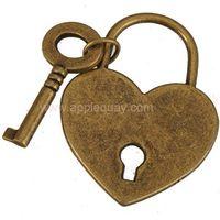 colgante plano de corazon al por mayor-Llaves de bloqueo collares colgantes encantos diy pulseras corazón plano liso de bronce antiguo de metal para los amantes de la ropa bolsas 38mm resultados de la joyería 50pcs