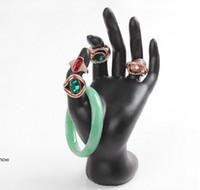 porte-main noire achat en gros de-Nouveau 1pcs Noir Velours Résine Bijoux Anneau Bracelet Collier Suspendu Main Présentoir Support Stand Voir Rack AF