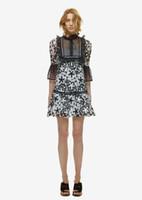 черное кружевное белое воротниковое платье оптовых-Новый дизайн женская мода симпатичные куклы оборками воротник черный белый цвет блока кружева цветочные оборками рукав короткое платье повседневная vestidos