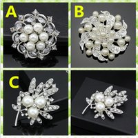 Wholesale Wholesale Rhinestone Flower Brooch - Hot Brooches For Wedding Dress Fashion Vintage Women Rhinestone Brooch Crystal Flowers silver Pearl Brooches Pins