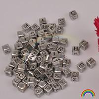 ingrosso monili quadrati neri del branello-1000pcs 6x6MM argento antico quadrato nero lettere di plastica A-Z26 perline sparse accessori di gioielli all'ingrosso lettere inglesi