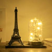 souvenirs eiffelturm großhandel-Paris Eiffelturm Handwerk mit Licht Kreative Souvenir Modell Tisch Miniaturas Schreibtisch Ornamente Vintage Figur Wohnkultur