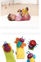 ingrosso bug di giardinaggio-wholesale-20pcs / Lot = 5sets baby sonaglio giocattoli Giardino Bug Wrist Rattle + Foot Socks bee coccinella orologio e piede finder