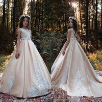 güzel zarif dantel gelinlik toptan satış-Jewel Saten Şampanya Aplikler Dantel Sweep Tren Yay Düğmeleri Güzel Zarif Düğün Çiçek Kız Elbise Resmi