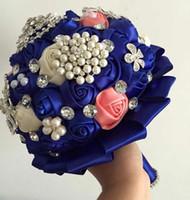 ingrosso rosa rosa blu artificiale-Mazzi di nozze romantiche uniche con perle di cristallo fatte a mano Royal Blue + Beige + rose artificiali rosa Bouquet da sposa Bouquet da damigella d'onore a buon mercato