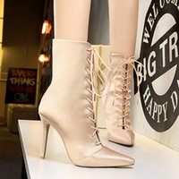 Chaussures Femme Lace Up Half Boots Pointu Toe Zipper Bota Feminina Stiletto Talons hauts Gothic Boot évider Chaussures Noir Champagne