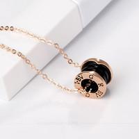 collier de fête achat en gros de-Silver Goldl Pendentifs collier blanc noir en céramique bague circulaire pendentif bv Collier pour les femmes Fashion Jewelry Party Gift Vente chaude.