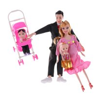Barato Bonecas Reais-Venda por atacado - 6PCS / Set Hot Selling Family 5 People Dolls Suits 1 Mom / 1 Dad / 1 Girl / 1 Boy / 1 Baby Carriage Real Pregnant Doll Gifts Random