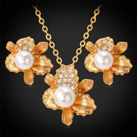 New Fashion Irregular Flowers Pendant Necklace Stud Earrings para Mulheres 18K Real Gold Plated Crystal Pearl Set