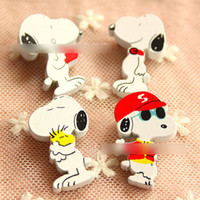Wholesale Snoopy Dog Gift - Children's Jewelry New 2015 Lovely Cartoon Animals Designs Wooden Dog Snoopy Cartoon Wooden Brooch School Badge Badges Gifts Corsage A4405