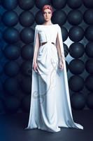 gold ausgeschnittene prom kleider großhandel-Neues weißes Abschlussball-Kleid der Ankunfts-2018 mit Umhang schnitt formale Partei-Abendkleider heraus