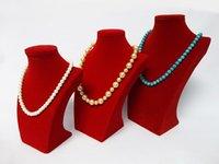 buste de collier de velours achat en gros de-Rouge Velours Kit En Bois Bijoux Affichage Mannequin Portrait Collier Buste Pendentif Titulaire Rack Stand