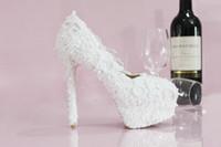 saltos de moda venda por atacado-2019 Sapatos de grife de luxo Mulheres de casamento branco Vogue lace Pérola cristal de salto alto Bombas de casamento Sapatos para acessórios de noiva de casamento