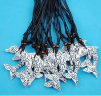 Gros lot 12PCS Faux Yak Oeure Carving Tribal Style Grenouille Sun Smiley tortues Totem Dolphins pendentifs Collier