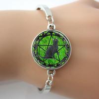 gras armbänder großhandel-Schwarze Katze Armband, Wicca Pentagram Armreif, grünes Gras Hintergrund Glas Fliesen Schmuck Manschette Armreif für beste Freunde