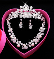 Wholesale Indian Tiaras - Hot Luxury new Three-piece Bridal Accessories Crystal Pearl Tiaras Hair Accessories NEW style Wedding Jewelry Sets