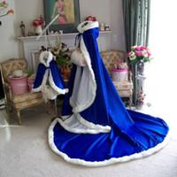 ingrosso mantello con cappuccio azzurro-Royal Blue Christmas Wrap Cloak Winter Bridal Cape 96 pollici Raso con finiture in pelliccia bianca Reversibile Hooded Cape / Cloak per occasione formale