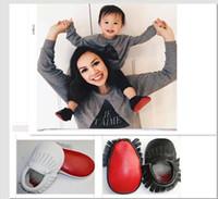 bebek mavisi toptan satış-Fedex UPS Bebek beyaz siyah kırmızı taban moccasins nowborn deri ayakkabı yumuşak taban sevimli patchwork moccasins çocuklar Moccs