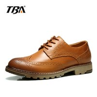 Wholesale Everyday Shoes - Hot New England men's everyday casual shoes, Bullock carved, high-quality cow leather shoes, rubber shoes, tooling shoes. Business casual sh