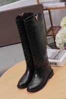 логотипы ботинок обуви оптовых-Мода роскошные женские ботинки снега V логотип зима колено высокие 16 дюймов 100% натуральная кожа мотоциклетные обувь размер 34-41