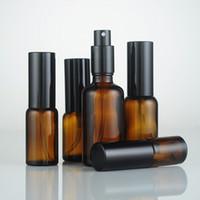 ingrosso bottiglie a spruzzo olio essenziale di vetro-Flaconi spray in vetro ambrato da 30 ml da 30 ml con tappo antipolvere per nebulizzatore per nebulizzatori di oli essenziali
