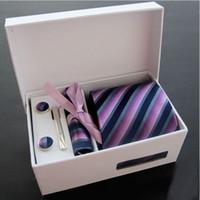 krawatte tasche quadratischen kasten großhandel-Einzelhandel Herren Krawatte Sets 8 cm Krawatten + Manschettenknöpfe + Einstecktuch + Krawattenklammer + Geschenkbox + Papiertüte 6 Stück Sets Kostenloser Versand 1 SET