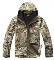ingrosso uomini casual di giacca militare-Soft Shell V4 Military Tactical Jacket Men impermeabile antivento caldo cappotto mimetico con cappuccio Camo Army Clothing