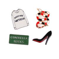 süße high heels großhandel-Emaille Pin Cute Abzeichen Tropfen Öl Bunte Schlange Kleidung Schöne High Heels Brief Zeichen Multi Muster 1 5yx F R