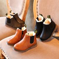 sapatos marrons para meninos venda por atacado-Crianças Martin Sapatos Casuais 2017 Marca de Couro Macio Sapatos Antiderrapantes Crianças Com Sapatos de Inverno de Veludo Preto Cinza Marrom Menino Meninas Tamanho de Inicialização 21-36