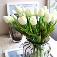 tulipas brancas artificiais venda por atacado-Decorativo Encantador Bastante 20 Pcs Flor Artificial Real Toque PU Branco Tulipas Simulação Única Haste De Buquê De Mesa Decoração Do Casamento Do Partido