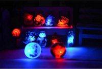 blinkende broschen großhandel-2-3 cm Party Dekoration zufällige farbe Brosche Blinkende Weihnachten Led Brosche Led Pin Kinder Geschenke Thema Party Cosplay